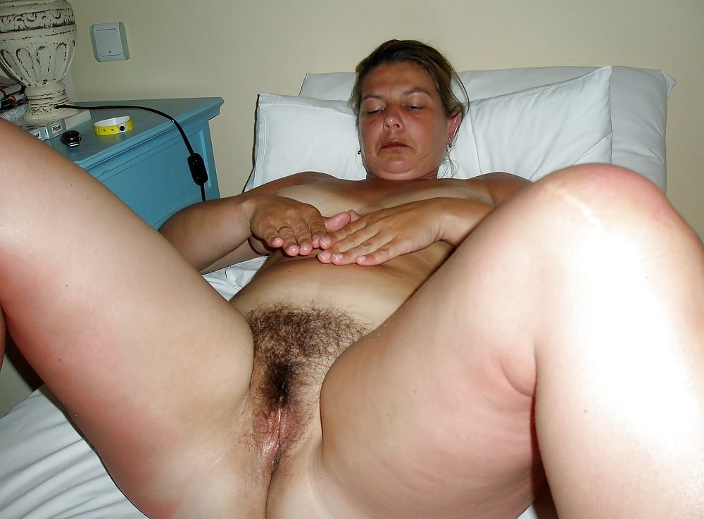 Thick and hairy women-7491