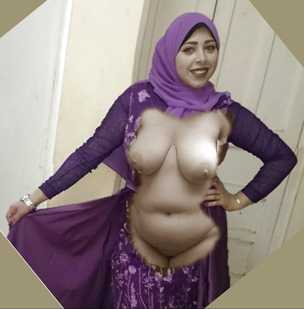 Indian muslim women showing her perfect big tits and ass