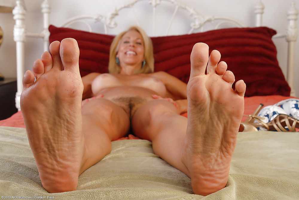 Sexy granny toes, long haired nude males