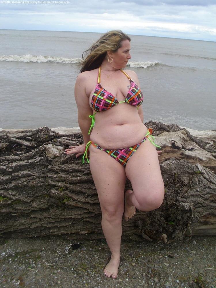 страницу этого толстушки фото личное купальниках этом