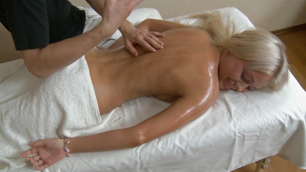хитрый массажист развел блондинку эротика