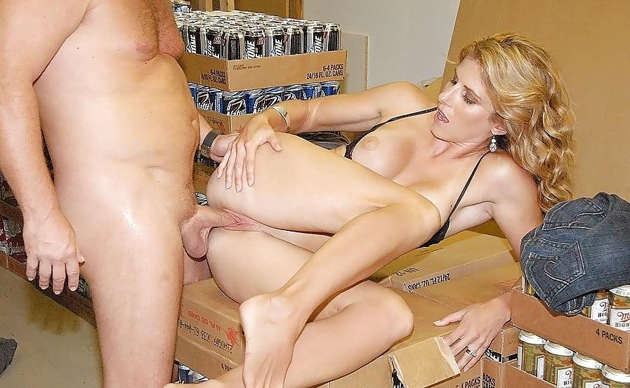 Жена трахает с чужим подоконнике