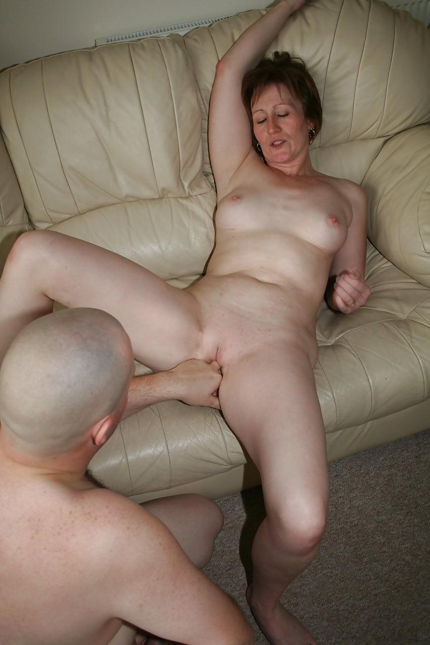 пожилые муж и жена трахаются