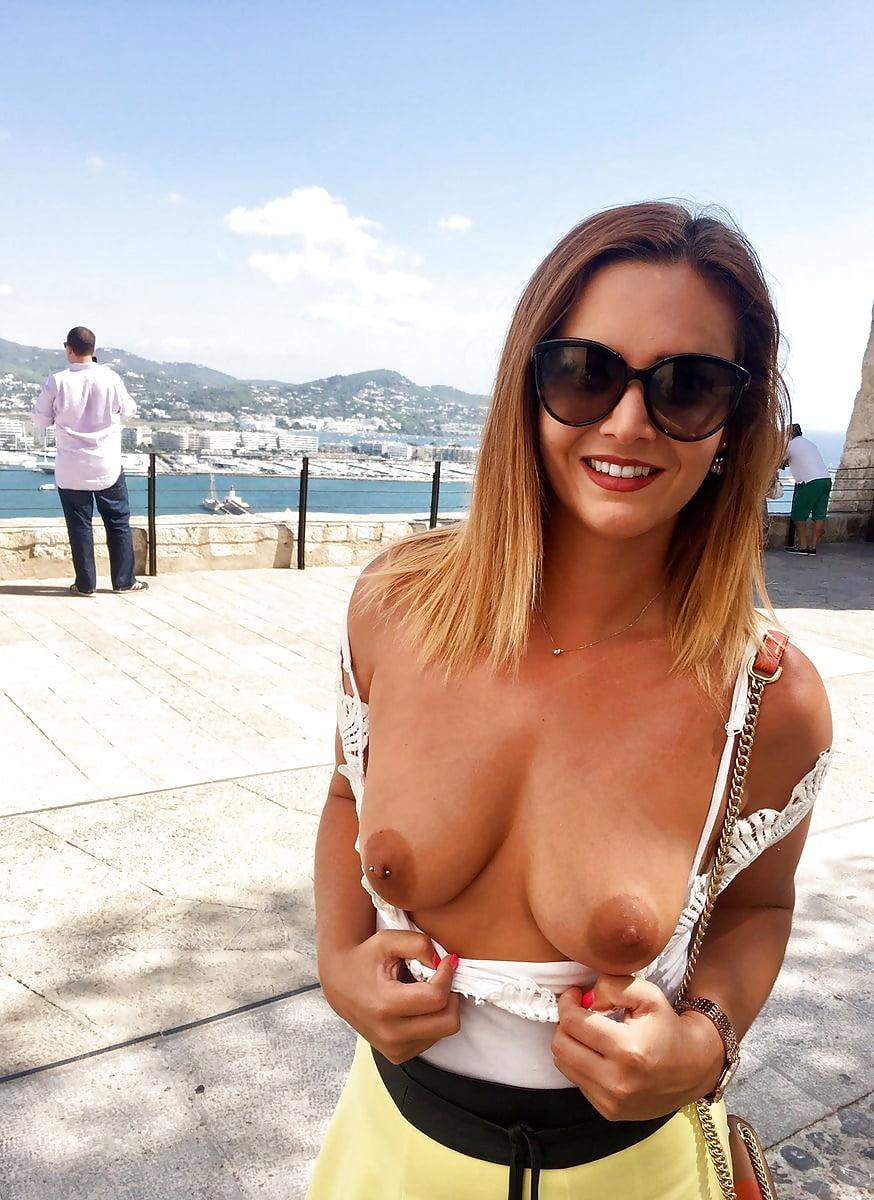 Girls hotties flashing boobs fucks donkey show