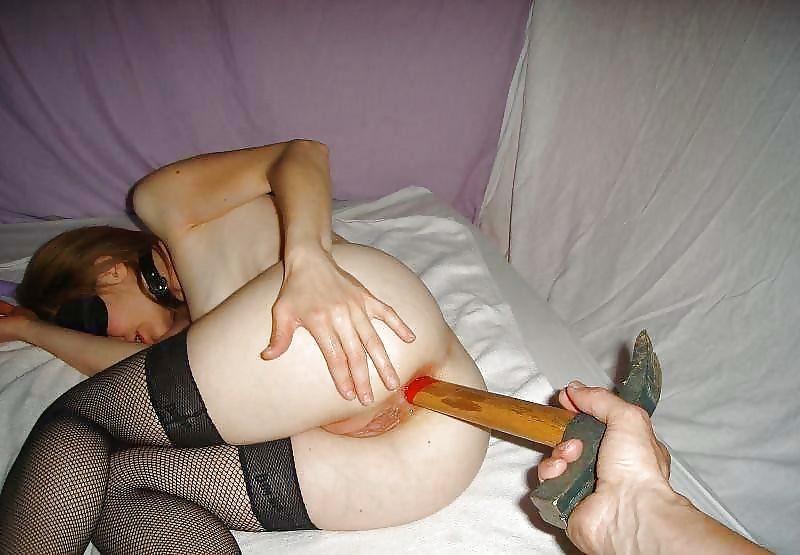 баба сует мужику в жопу вещи нее даже