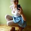 golaya-blondinka-snyala-s-sebya-veshi-video