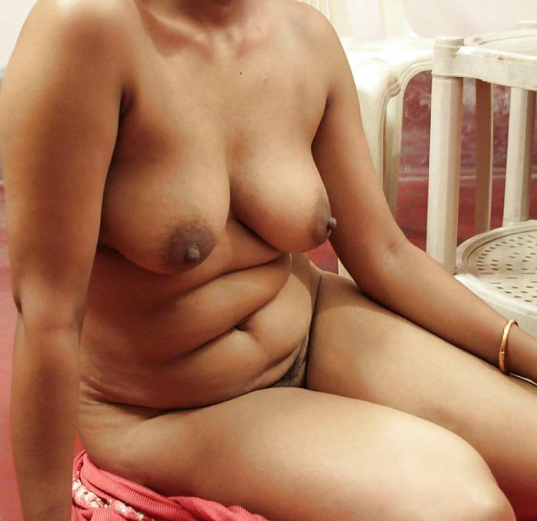 Devar capturing desi aunty bathing nude indian porn photo