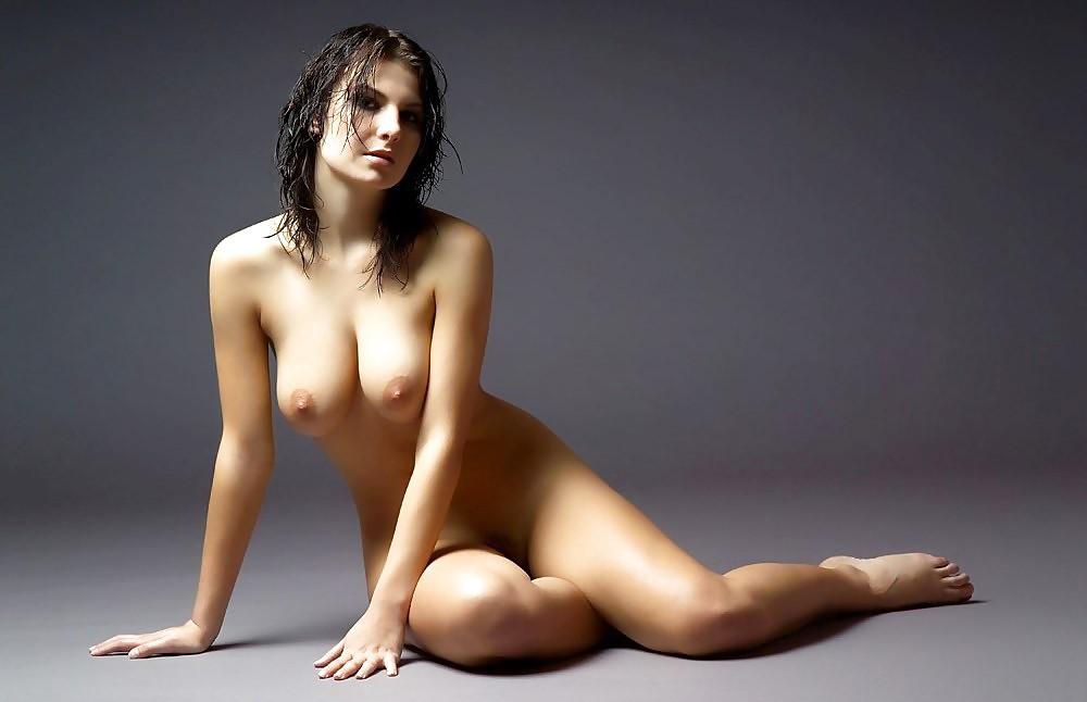 Girls posing nude galery search