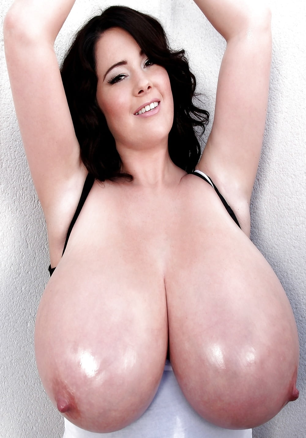 Ghirl babe snapporn solo girl talia shepard rubs lotion into sleek legs and giant boobs