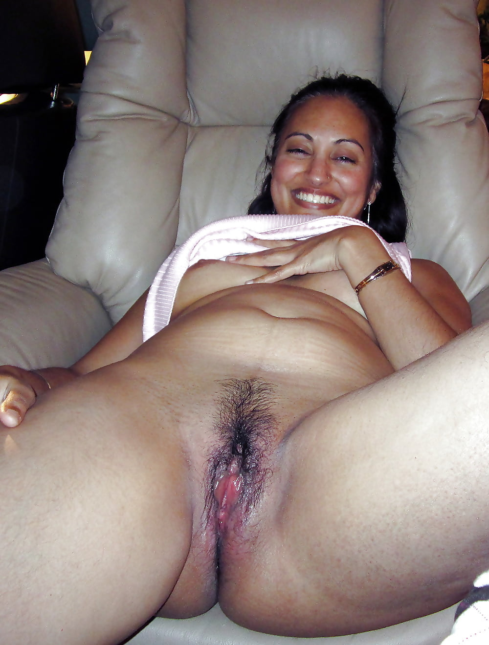 Wet pink desi pussies exposed in real private leaked photos