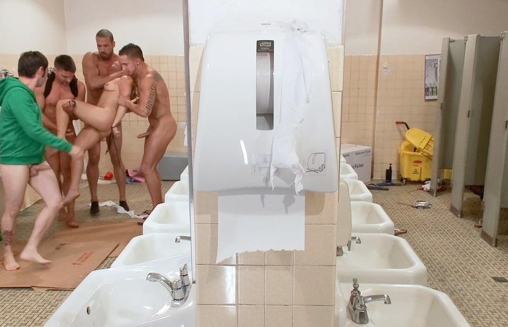 Asian japanese girl seduced by old guy public bath