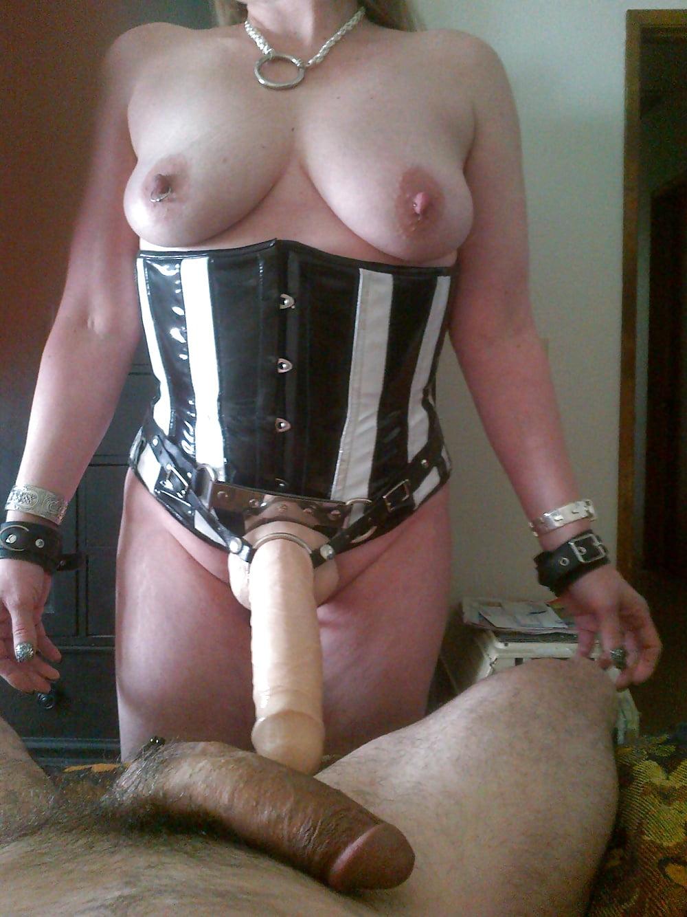 Женщина со страпоном фото ролики, порно милиционер и его стажерка