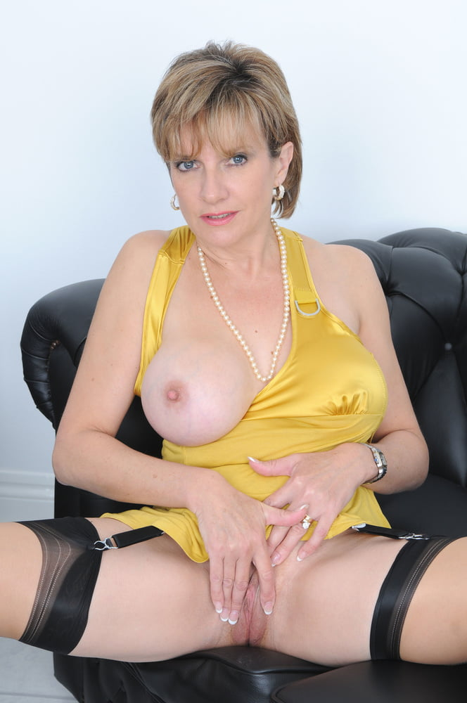 lady-sonia-shaved-pussy-free-pictures