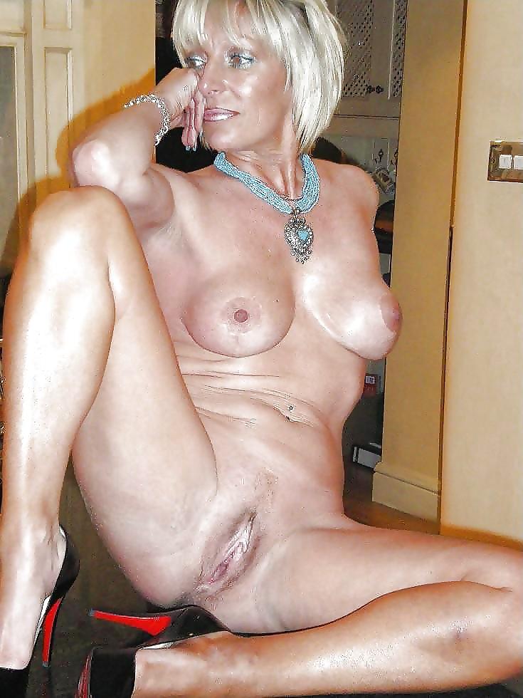 nude-sedy-milf