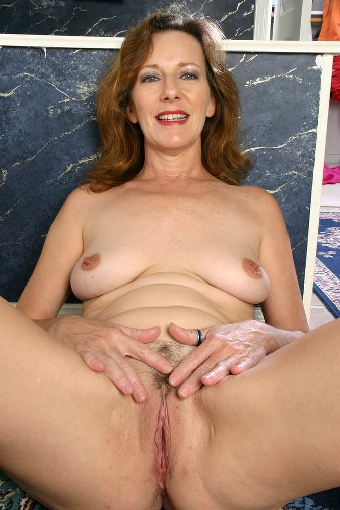 happy-amature-milf-the-shower