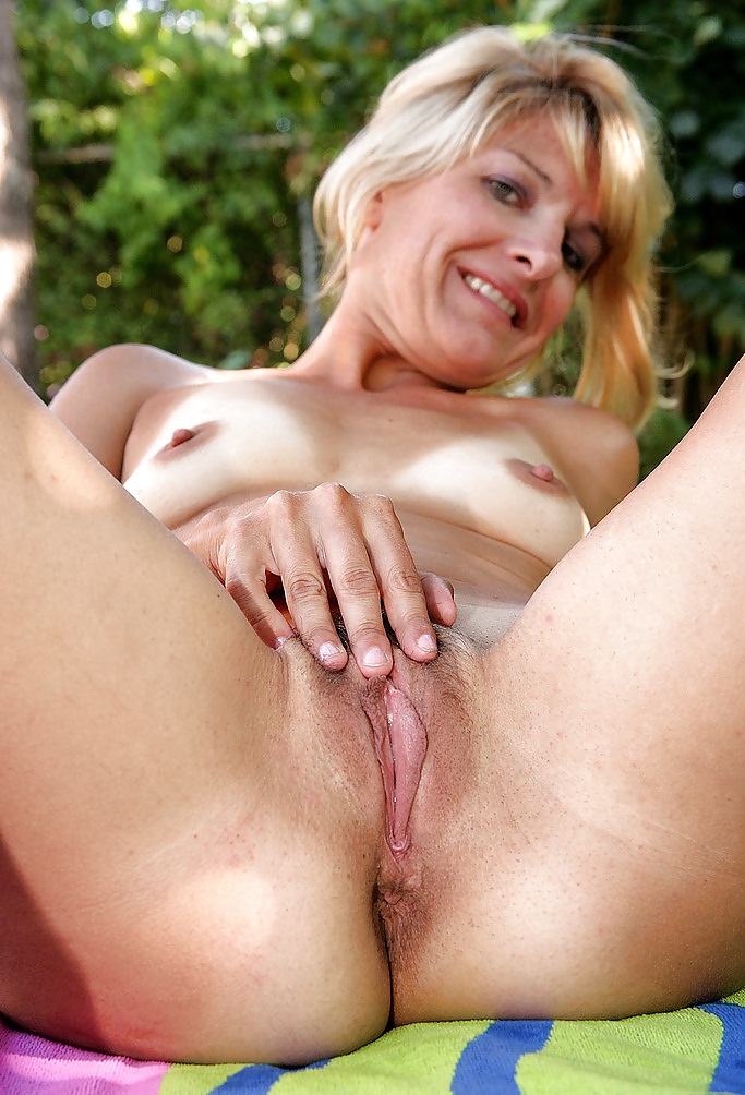 mature-breasts-trimmed-pussy-young-nudist-pictuers