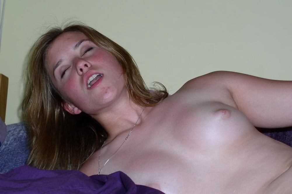 Girl having a orgasm naked — photo 3