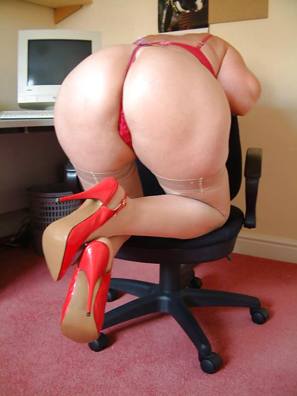 зрелые жопы в плавочках танго порно фото - 11