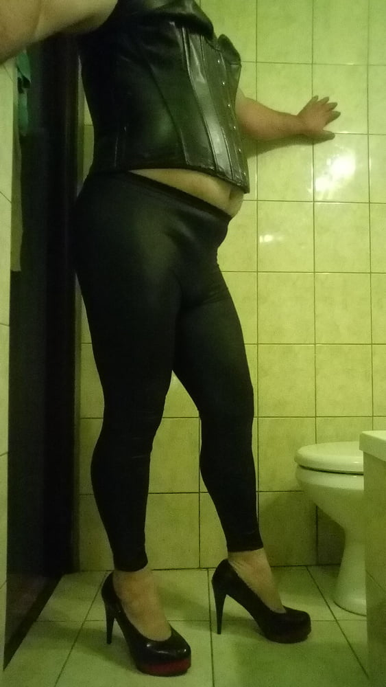 Bitch2 - 10 Pics