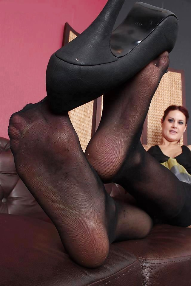 Smelling womens pantyhose feet storiestures — photo 12
