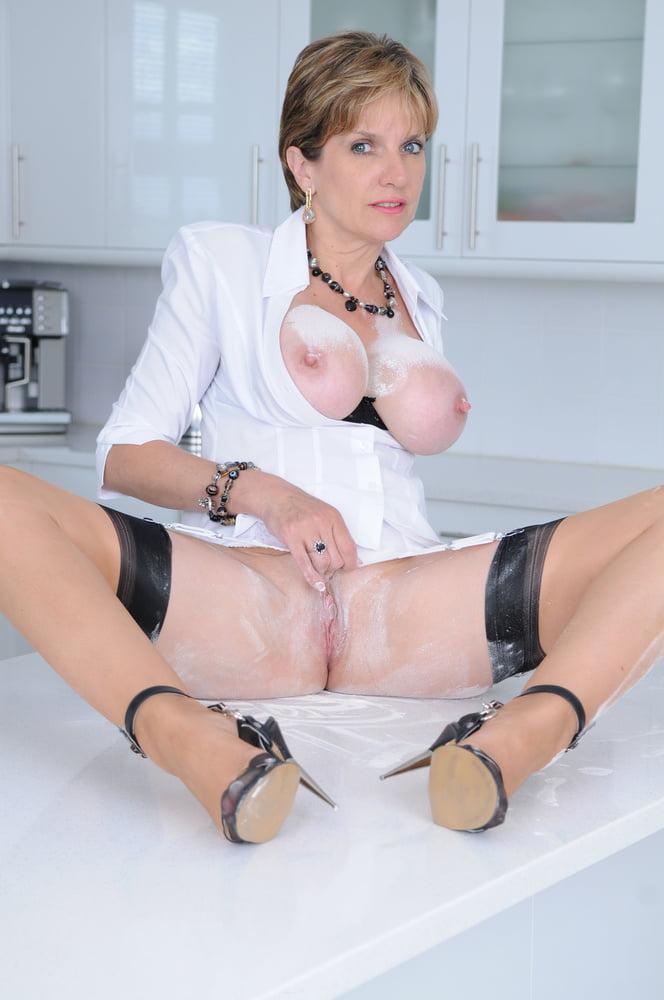 British lady sonia handjob