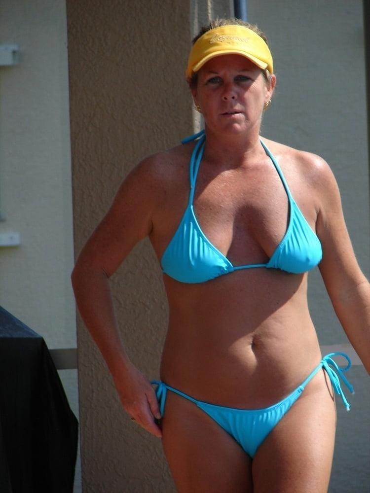 Housewife in bikini, jessica simpson fucked