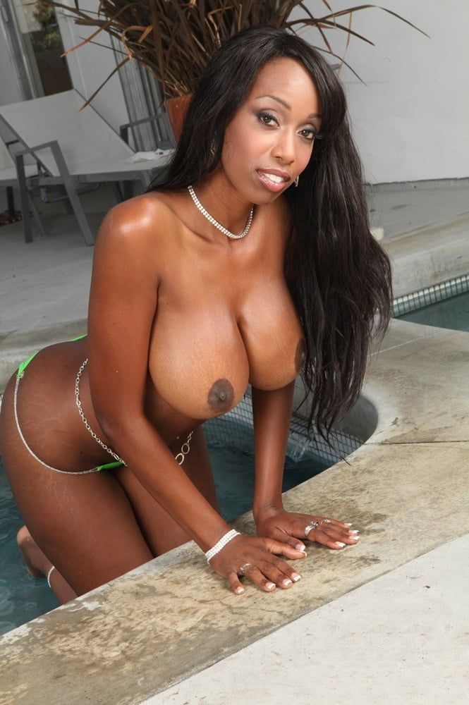 Black chicks topless — photo 1