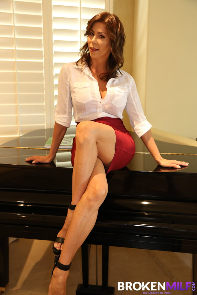 Stepmom Alexis Fawx Uses Stepson To Fulfill Her Sexual Needs - 71 Pics