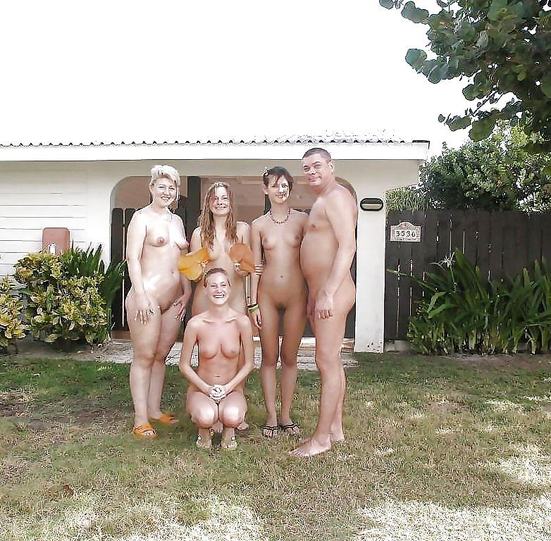 Фото голые семьи в саду, кончает в пизду качестве