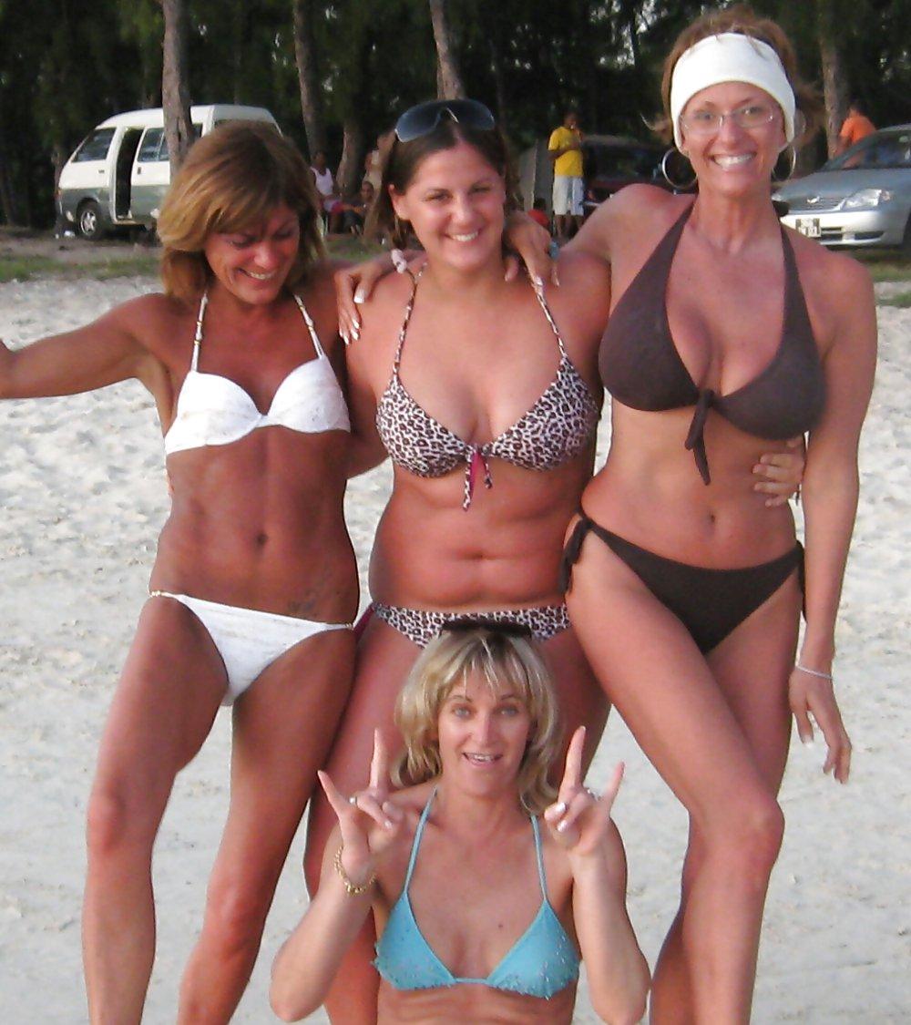Women in bikinis with big tits new sex pics