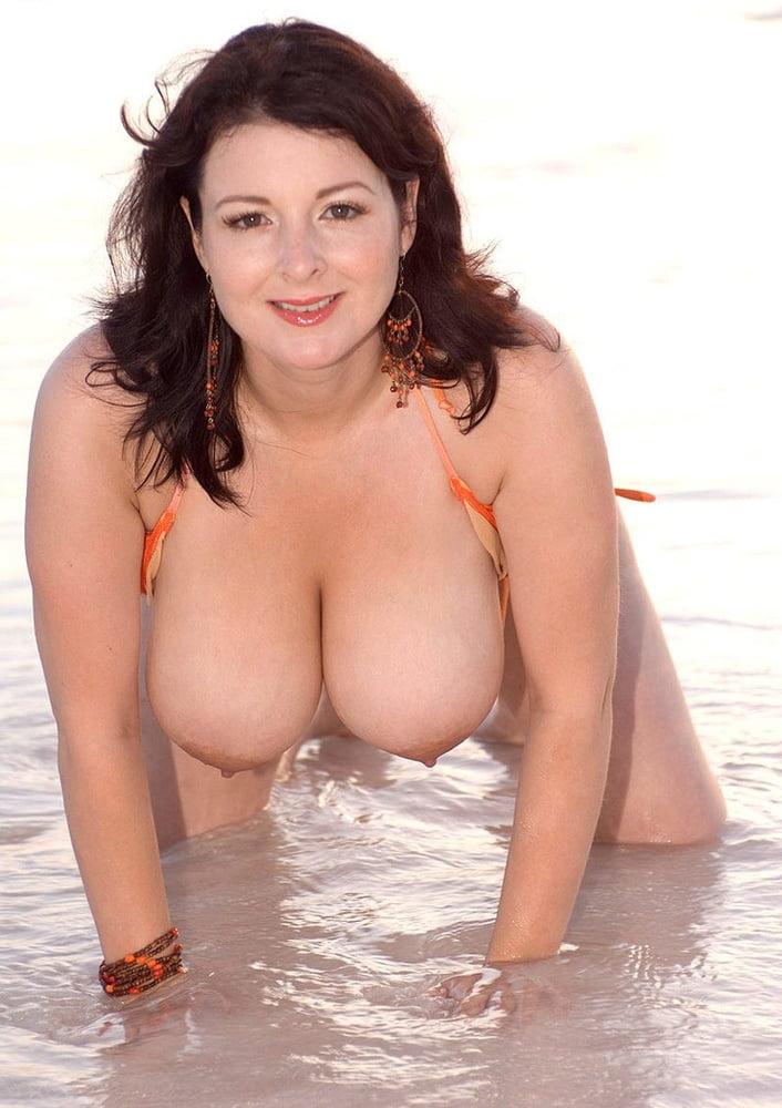 Porn brunette big tits-4745