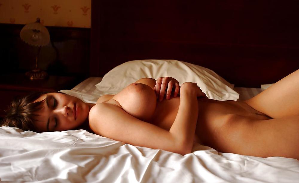 Услуги как спят девушки голые фотки как