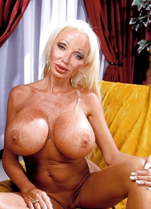 Amateur huge fake tits