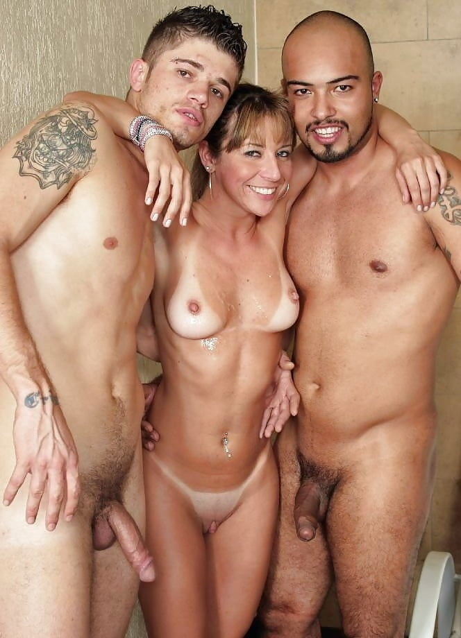 nude-bi-women-and-men-party-like