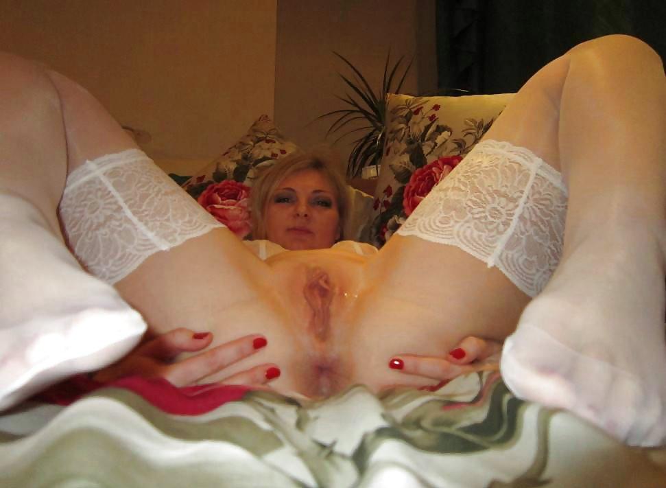 жесть порно дама в белых чулочках развела ноги