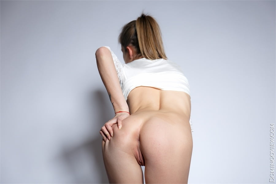 Elly Ween teasing with naked body - 10 Pics