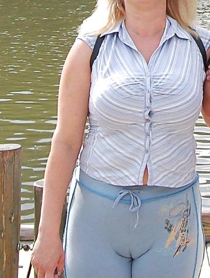 Фото видео пизду видно через одежду