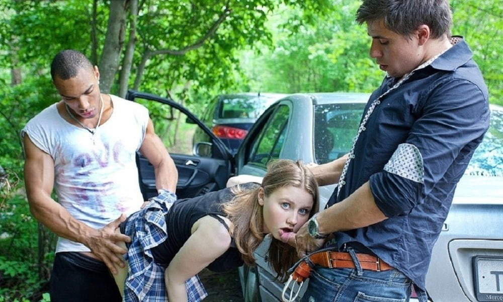 подобрали на дороге молодую девушку завезли в лес и трахнули выдержал стал изливаться