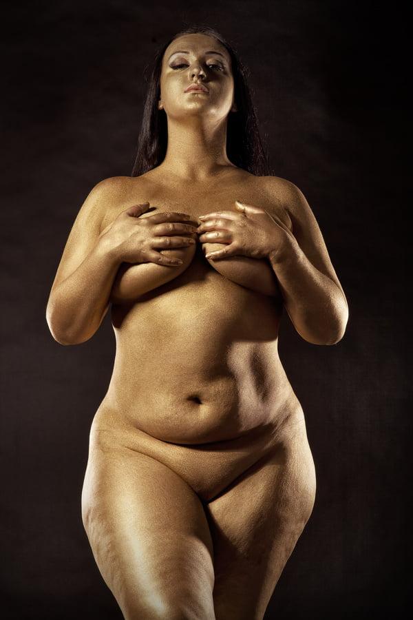Itouch porn zaftig women nude brunette busty