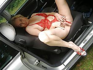 Nackt auto frau im Nackt im