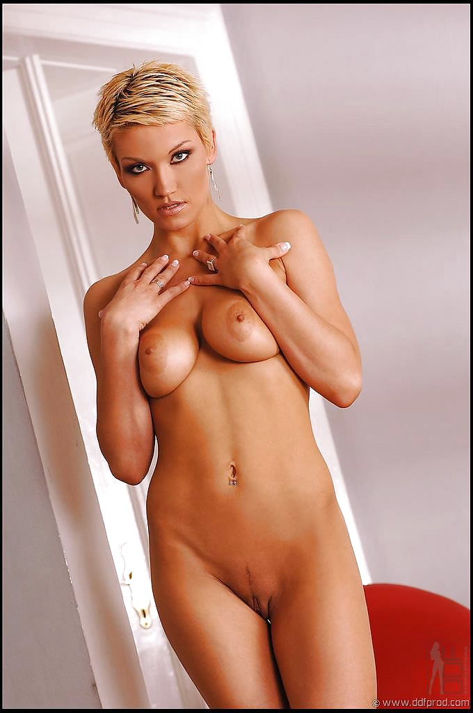 sinclaire-short-haired-blonde-woman-nude-naked