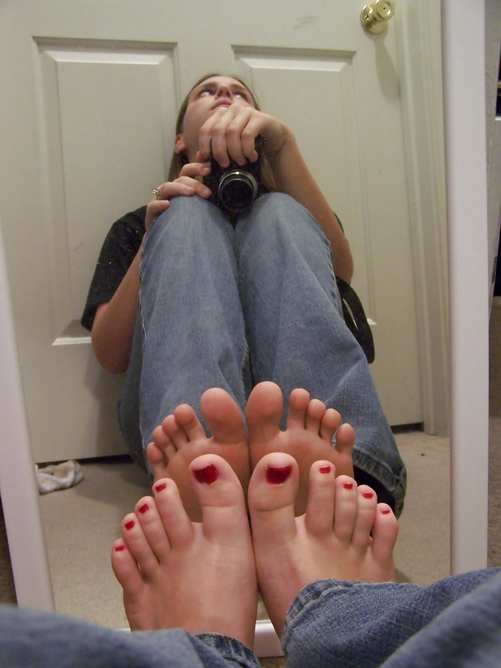 Teen in mirror feet