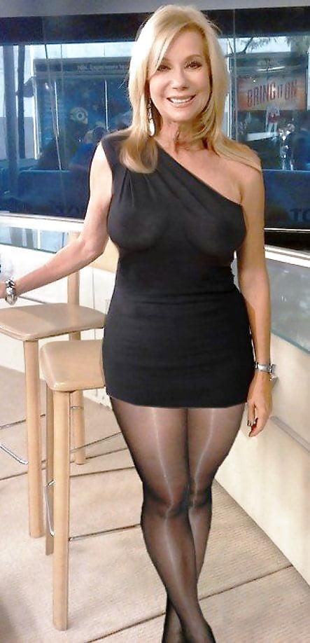 black-dress-matures-women-pics-girl