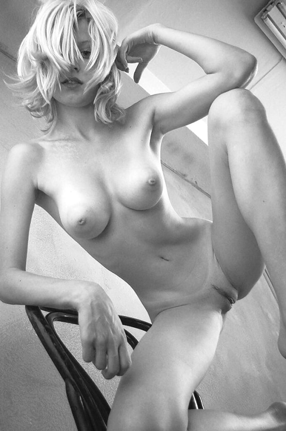 Остров голые худенькие блондинки с большими сиськами колготки попа