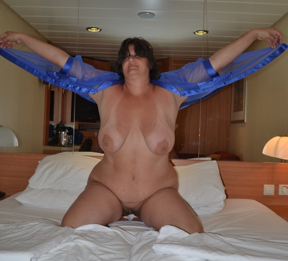 Superstar Cruise Nude Wife Pictures HD