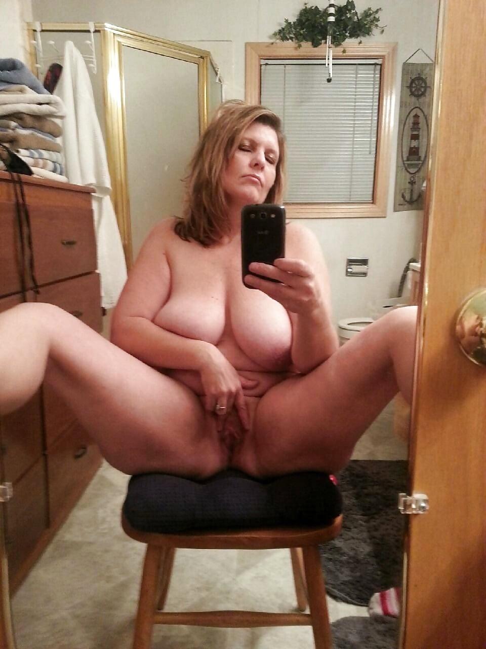 Chunky pussy selfpics