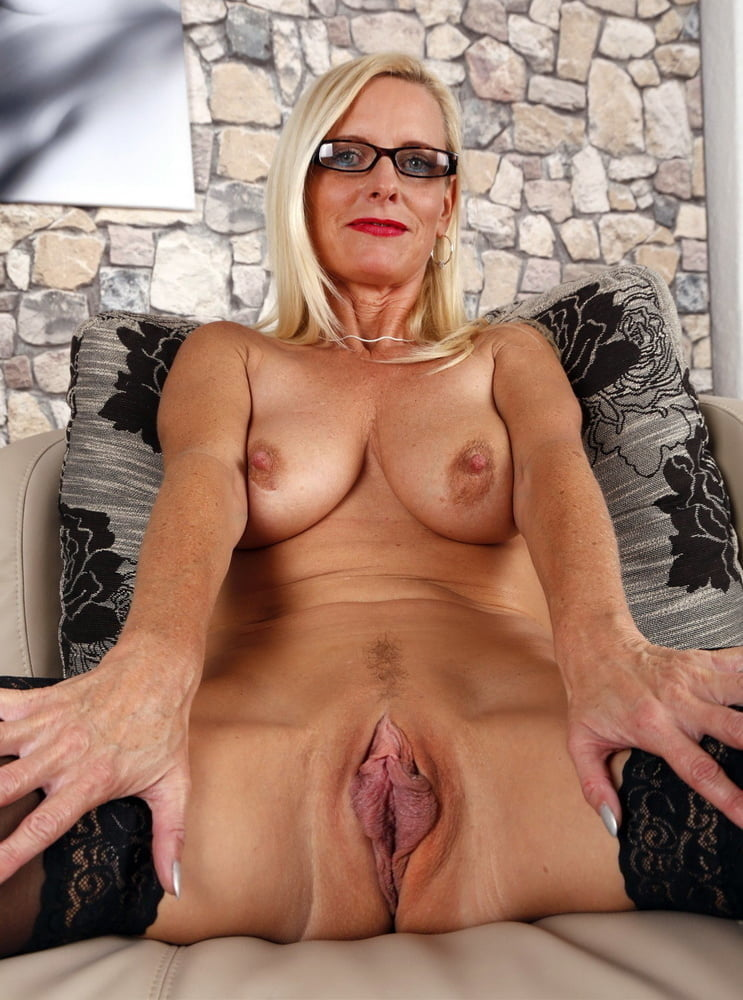 Mom mature blonde beauty's cougar pussy penetrated with a big hard cock