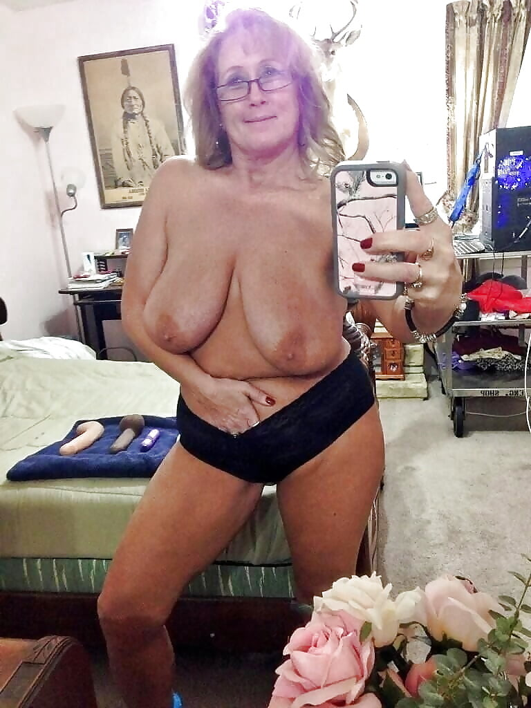 hot-nude-grandmas-selfpic-duke-fuck-list-mirror