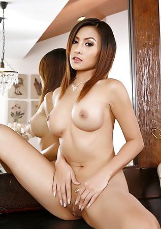 Warm Erena Pine Nude Images