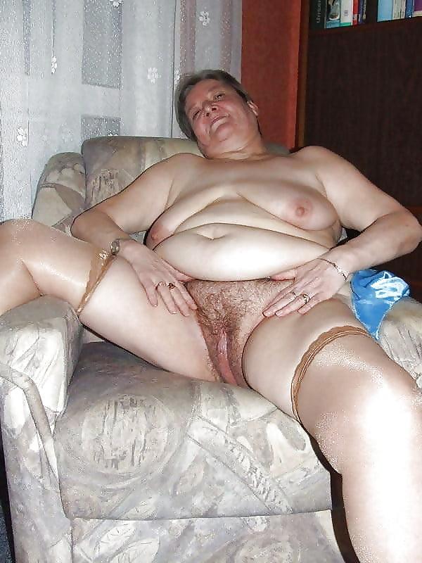 Любительское домашнее порно старые бабы на ютубе, засовывание банана во влагалище фото